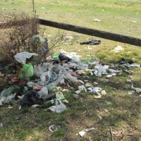 Vecinos denuncian la falta de respuesta Municipal por el basural en el Polideportivo
