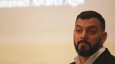 Con la sombra de Manzano suena Alvarez Agis para Economía