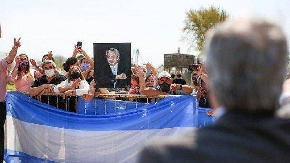 El Gobierno levanta el tono y Máximo Kirchner aparece como vocero político