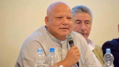 El Gobierno se acerca a la Iglesia y homenajea al Padre Bachi