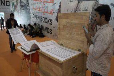 Presentan en India el manuscrito coránico más largo del mundo