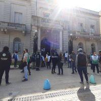 Protesta conjunta de los tres sindicatos municipales