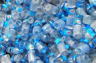 La industria europea de refrescos y agua embotellada da un giro y respalda los sistemas de depósito de envases