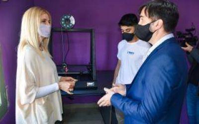 Castelli: Magario recorrió el primer Instituto Municipal dedicado a la tecnología y robótica del país