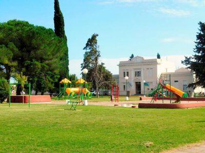Rivera: Desde este jueves permiten el uso de espacios públicos en plazas y parques
