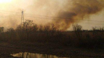 Continúan los incendios en la zona de islas de Zárate