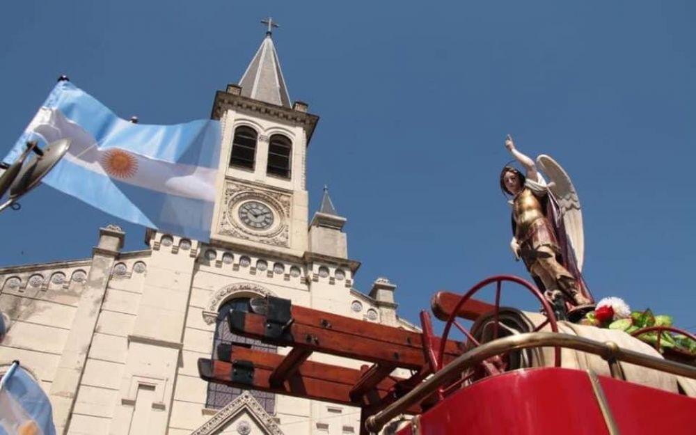 San Miguel celebró a su Santo Patrono con una gran procesión en auto