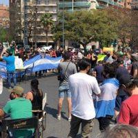 Sillas y mesas en las calles: así protestaron los gastronómicos en Córdoba