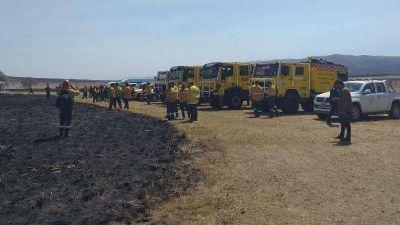 Córdoba en alerta roja por los incendios, convocan a bomberos de otras provincias