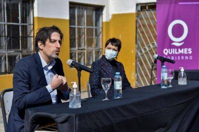 Mayra Mendoza y Nicolás Trotta entregaron netbooks a alumnos de Quilmes