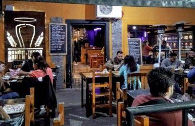 Solo en la vereda: bares y restaurantes matanceros reabren sus puertas