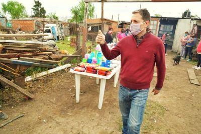 Fernando Gray entregó kits de cocina y alimentos en comedores de Esteban Echeverría