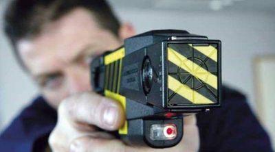 Lanús quiere implementar el uso de pistolas Taser
