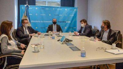 Mientras el blue tocaba nuevo récord, el FMI se reunió con Guzmán y Pesce