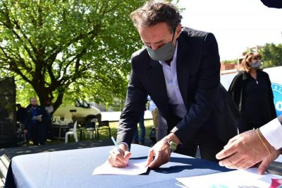 Menéndez bancó la universidad pública y celebró convenio firmado por Katopodis
