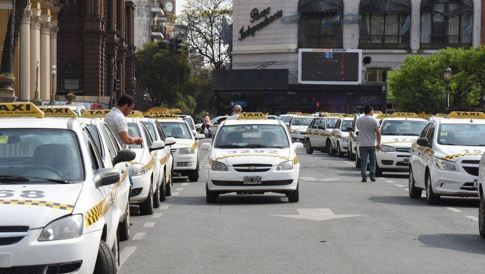 Taxistas tucumanos piden una reunión con Alfaro para frenar el arribo de Uber