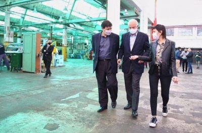 Mayra Mendoza y Claudio Moroni recorrieron la empresa Valot