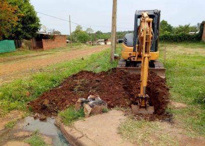 Continúan los trabajos de extensión de red de agua potable en los barrios