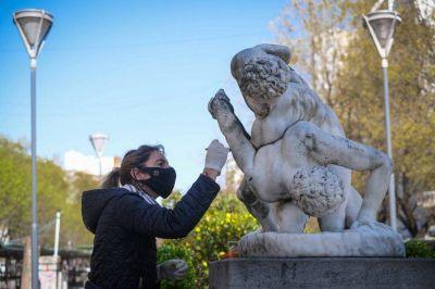 El municipio restaura las esculturas del patrimonio histórico de Mar del Plata