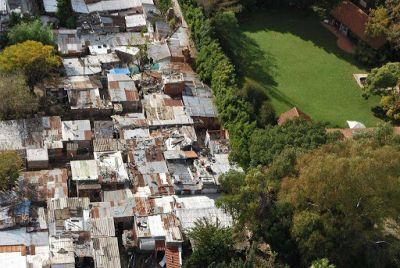 """""""Línea de riqueza"""": ¿cuánto deberían resignar los ricos para eliminar la pobreza hoy?"""