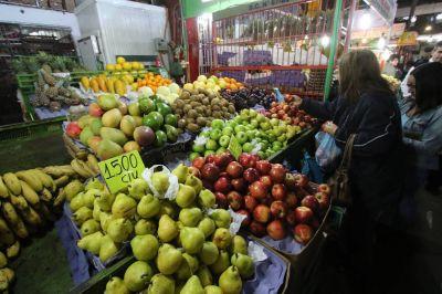 Para hidratarse recomiendan agua y no jugos de frutas