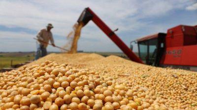 Alivio para el Gobierno: el campo acelera la liquidación de cosecha, pero pide