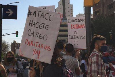 El bono para trabajadores de call centers quedó por debajo del de Comercio y hubo marcha al gremio cordobés en protesta
