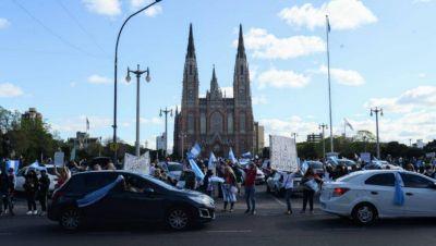 Con la participación de oficialistas, nueva marcha y banderazo en Plaza Moreno