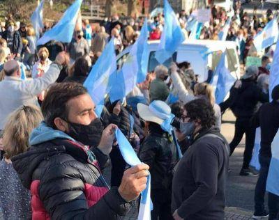Nutrida marcha anticuarentena en Mar del Plata, al igual que en otros lugares del país