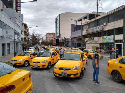 Los choferes de taxis pararán desde la medianoche en la ciudad de Córdoba
