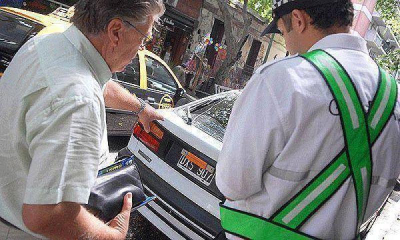 En 2010 har�n fotomultas manuales en calles de la Capital Federal