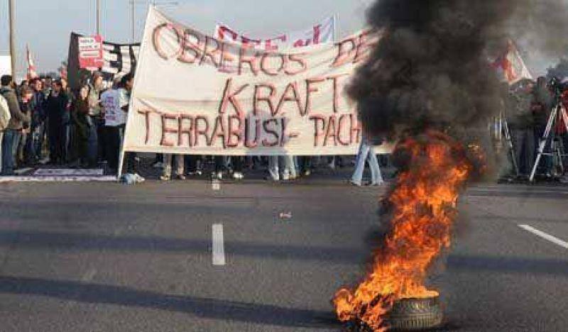 El clásico Argentina-Uruguay paraliza hasta las movilizaciones sociales