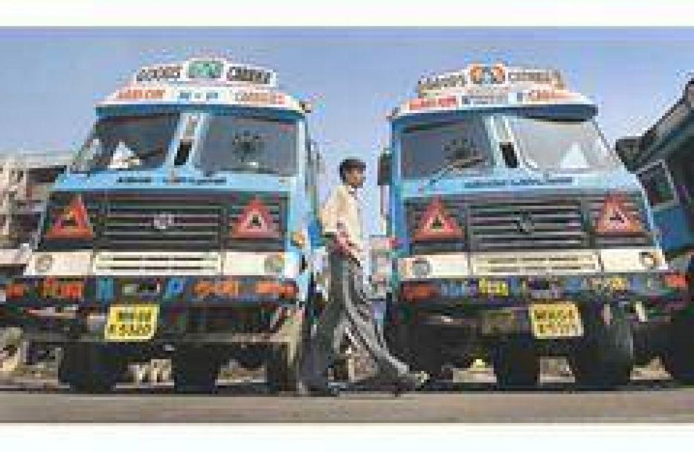 De la mano de Cirigliano vuelven al país los micros y camiones Leyland