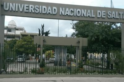 El sueldo de los docentes universitarios de Salta cayó más de un 12%