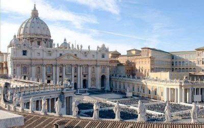 """Detienen a la """"Dama del Cardenal"""" por malversar fondos en el Vaticano"""