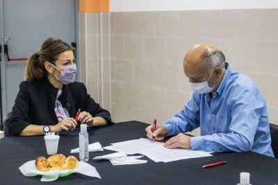 Grindetti firmó convenios con Santilli y la ministra Acuña