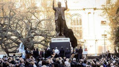 Día de la Lealtad: acto conmemorativo frente al monumento a Juan Domingo Perón