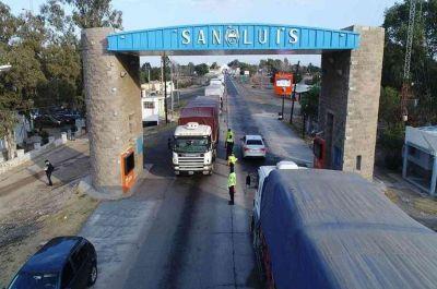"""Camioneros de San Luis bloquearon rutas exigiendo """"libre circulación"""""""