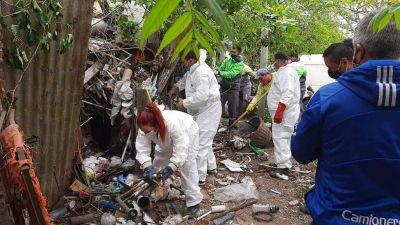 Los Hornos: sacaron siete camiones de basura de la casa de un acumulador