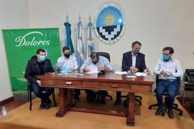 Etchevarren firmó un convenio con el ministro Katopodis