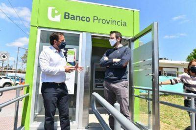 Escobar: Sujarchuk y Juan Cuattromo inauguraron cabina móvil con cajeros automáticos