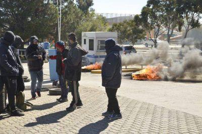 UOCRA realizó una protesta en la administración de YPF