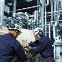 La industria cayó más del 5% en agosto y se mantiene 11% debajo de los niveles prepandémicos