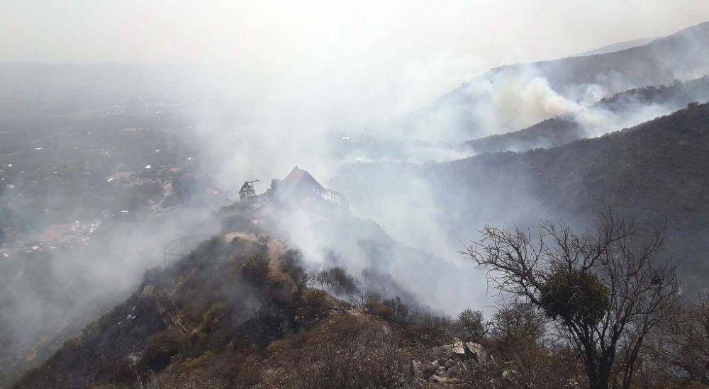 El incendio en Capilla del Monte: comenzó la evacuación preventiva de dos barrios