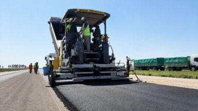Empezaron a pavimentar la autopista de la Ruta Nacional N° 33 entre Bahía Blanca y Tornquist
