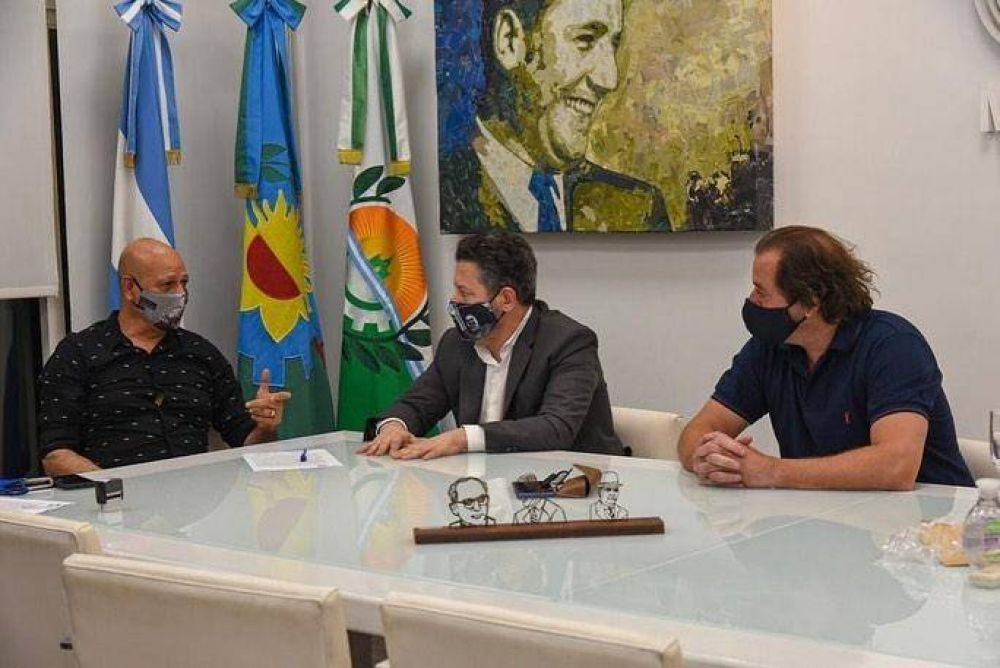 Gustavo Menéndez anunció un aumento a municipales