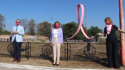 La Intendente Fuentes participó del abrazo simbólico al lazo rosa por la Lucha Contra el Cáncer de Mama