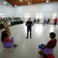 Fernando Gray entregó netbooks para estudiantes del distrito