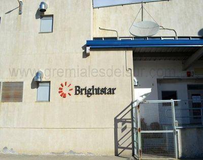 Trabajadores de la empresa Brightstar en estado de asamblea permanente