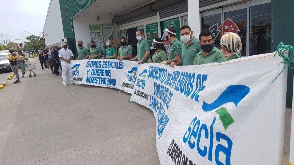 Avellaneda: trabajadores de Carrefour reclaman el pago del bono de $5.000